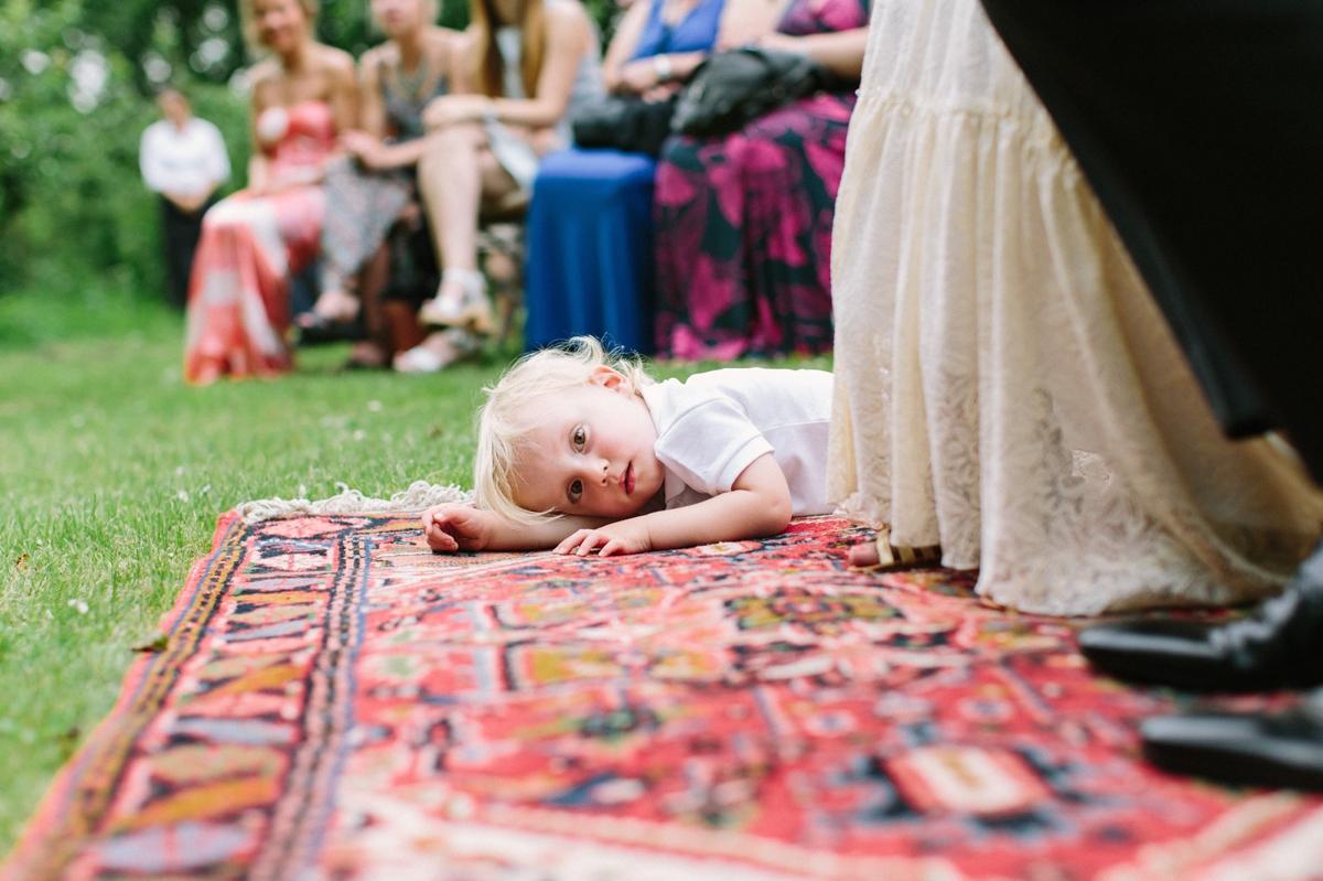 Kinderen tijdens bruiloft ceremonie