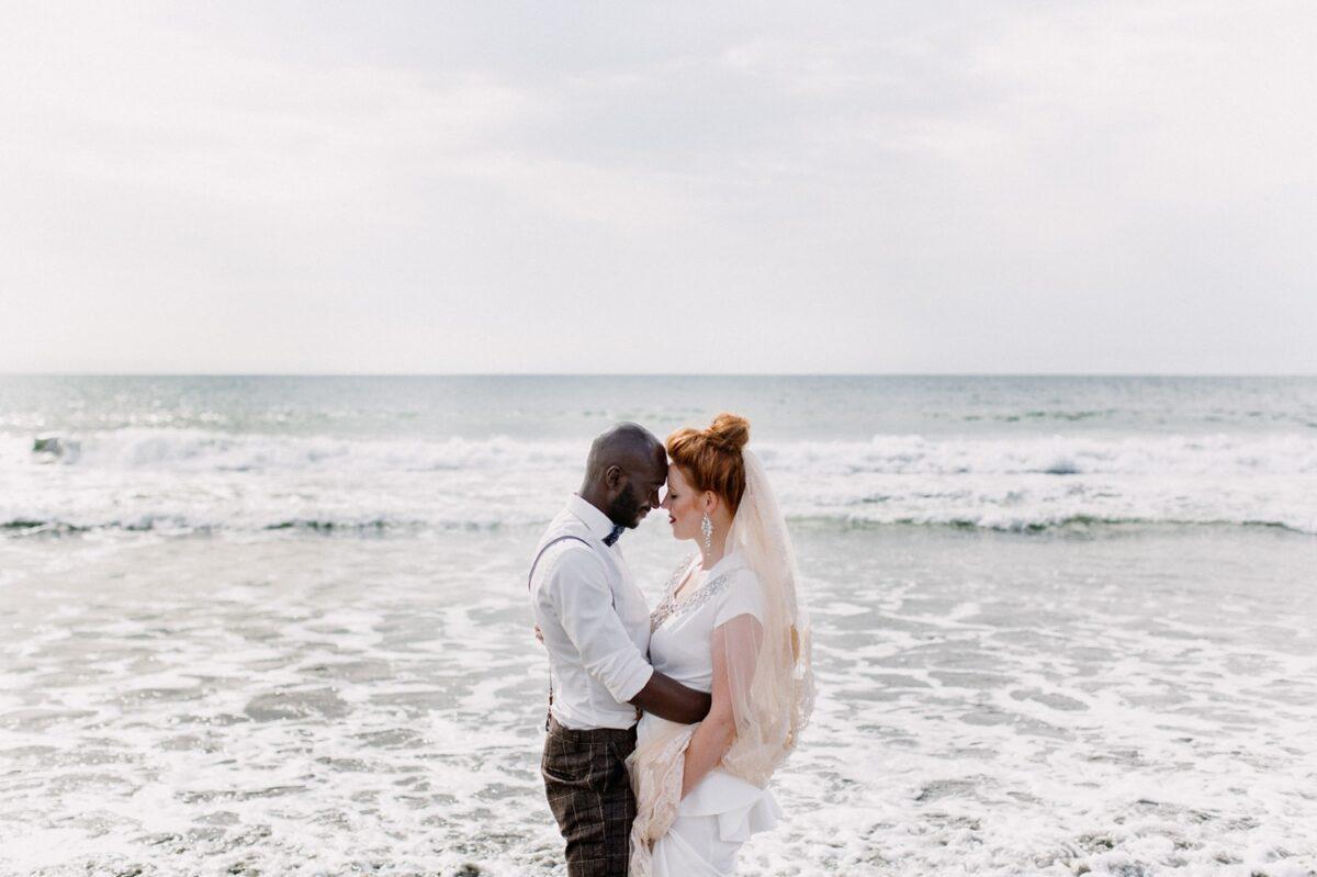 Bruiloft-in-Gambia-Fotoshoot-strand-trouwen-1