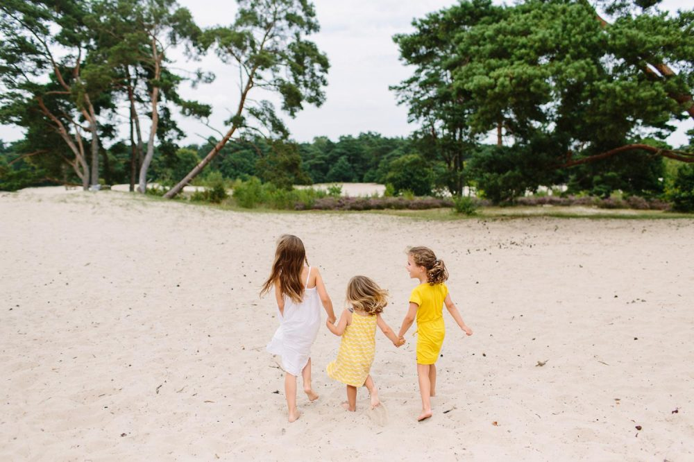 fotoshoot-zusjes-soesterduinen-kinderfotografie-utrecht