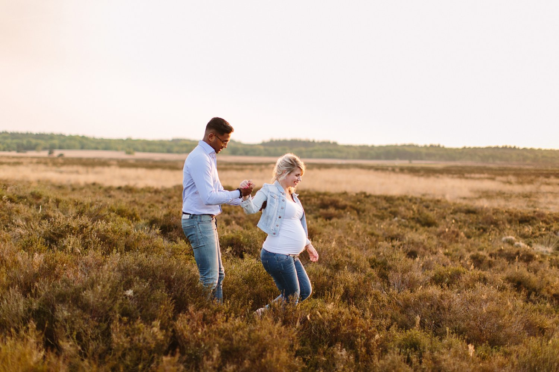 zwangerschapsfotografie-buiten-natuur-_001