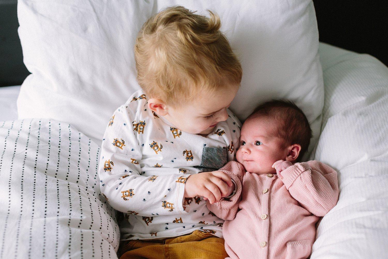 baby-fotografie-newborn-zusje-schattig-005