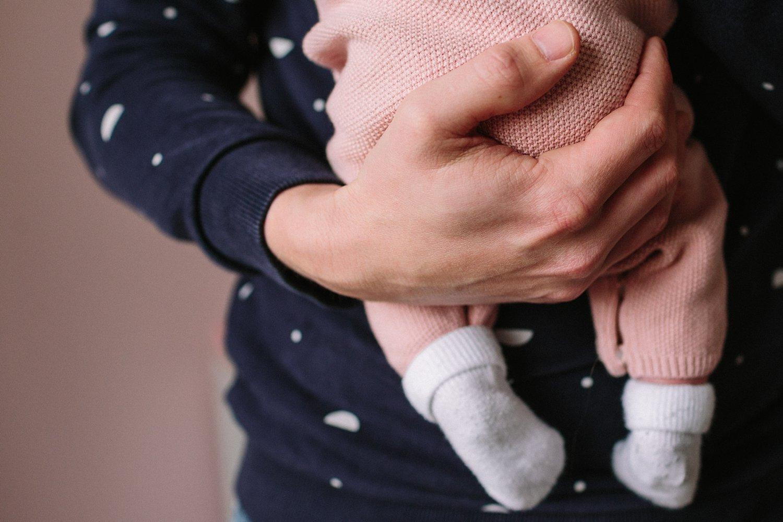 baby-fotografie-newborn-zusje-detail-hand-klein-016