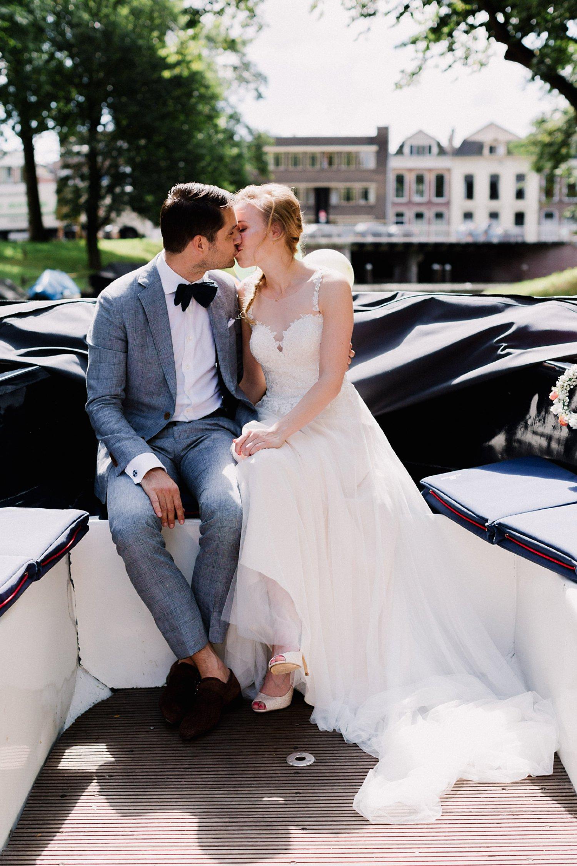 bruiloft-rondvaart-grachten-utrecht-bruidsfotografie-2