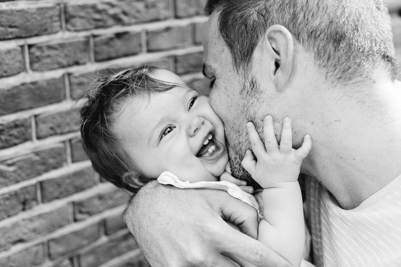 gezinsfotografie-utrecht-lepelenburg-fotoshoot-buiten-papa-dochter