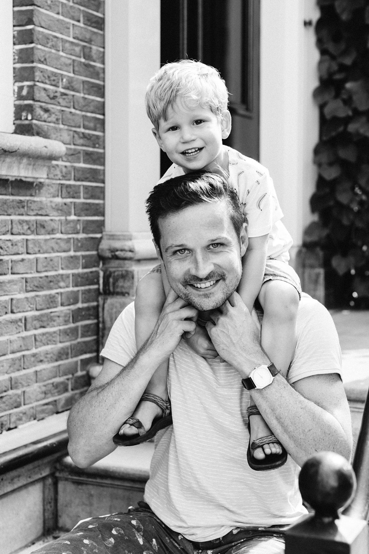 gezinsfotografie-utrecht-lepelenburg-fotoshoot-buiten-portret-kind-vader