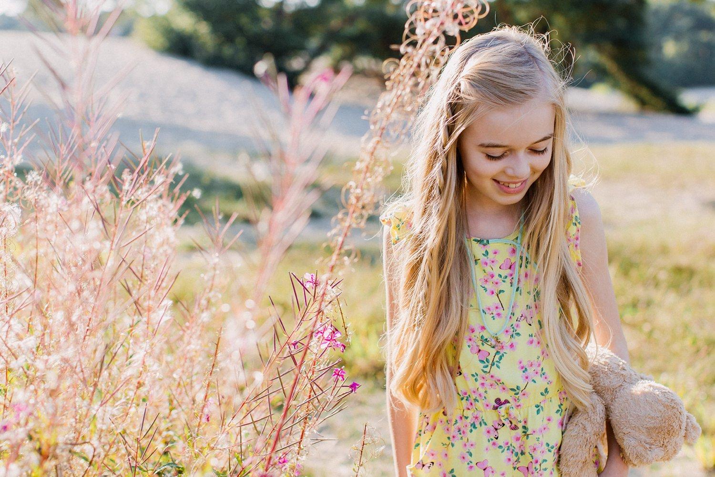 gezinsfotos-soesterduinen-zonsondergang-fotoshoot-zomer-portret-meisje-013