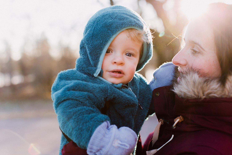 gezinsshoot-winter-noorwegen-oslo-moeder-kind