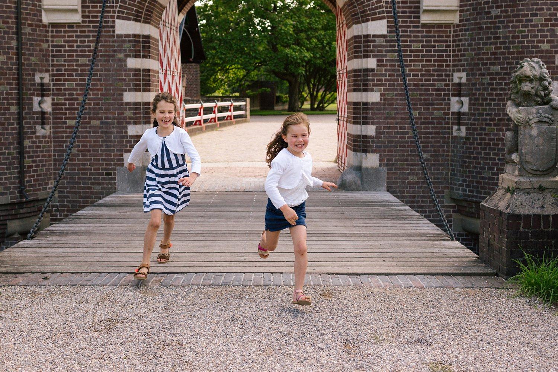 fotoshoot-kasteel-de-haar-utrecht-familiefotografie-kinderen-rennen-02