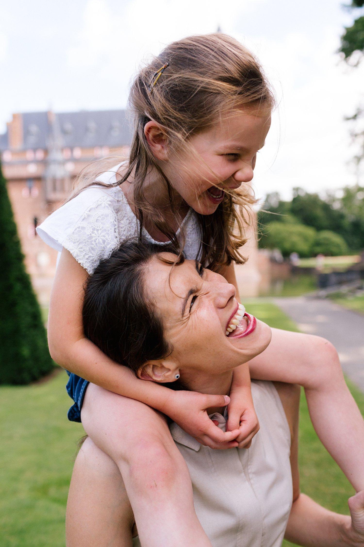 fotoshoot-kasteel-de-haar-utrecht-familiefotografie-mama-dochter-3