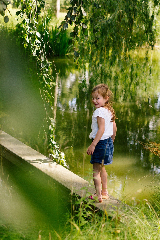fotoshoot-kasteel-de-haar-utrecht-familiefotografie-portret-meisje-kind-4