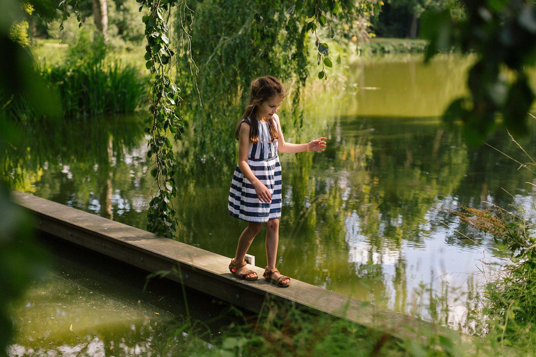 fotoshoot-kasteel-de-haar-utrecht-familiefotografie-portret-meisje-kind-3