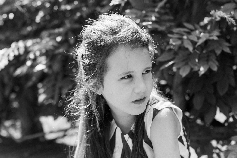 fotoshoot-kasteel-de-haar-utrecht-familiefotografie-portret-meisje-kind-1