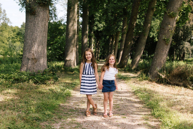 fotoshoot-kasteel-de-haar-utrecht-familiefotografie-kinderen-zusjes-2