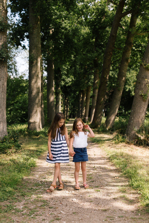 fotoshoot-kasteel-de-haar-utrecht-familiefotografie-kinderen-zusjes-1