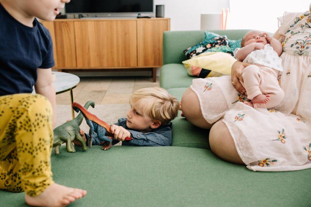 fotoshoot-mijlpaal-newborn-gezinsfotografie-het-echte-leven-fotograferen-fotoshoot-utrecht