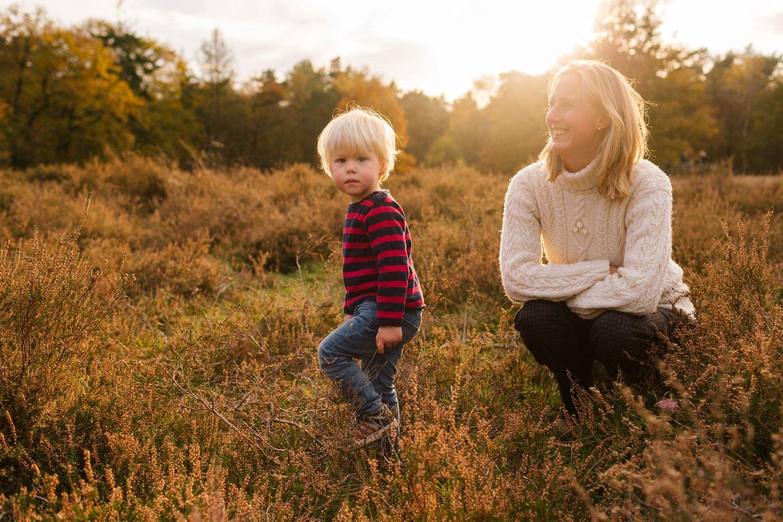 familie-fotografie-herfst-fotoshoot-kaapse-bossen-doorn-golden-hour-november-moeder-peuter-005