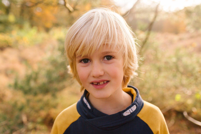 familie-fotografie-herfst-fotoshoot-kaapse-bossen-doorn-golden-hour-portret-kind-kinderfotografie-07