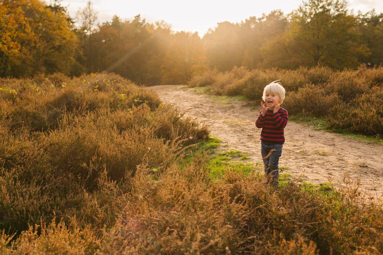 familie-fotografie-herfst-fotoshoot-kaapse-bossen-doorn-golden-hour-portret-kind-kinderfotografie-08