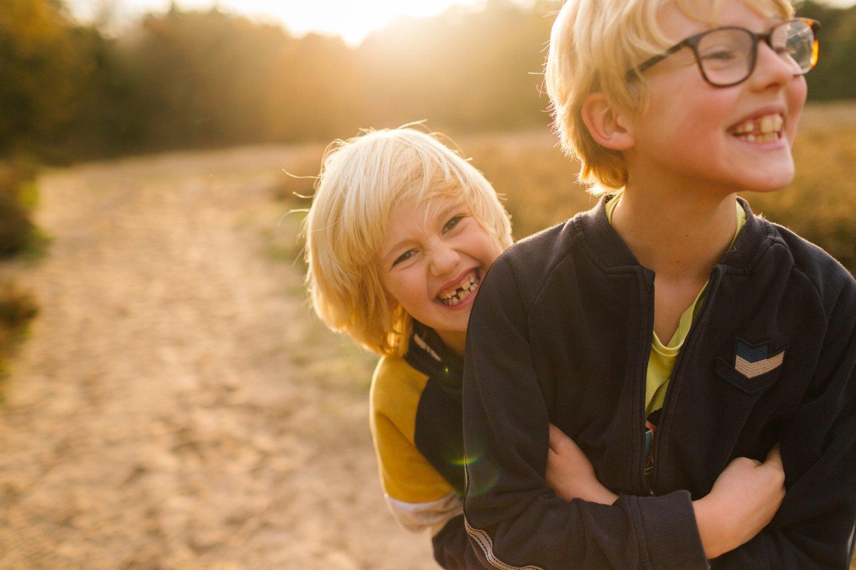familie-fotografie-herfst-fotoshoot-kaapse-bossen-doorn-golden-hour-portret-kind-kinderfotografie-09