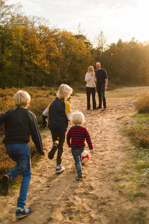 familie-fotografie-herfst-fotoshoot-kaapse-bossen-doorn-golden-hour-november-012